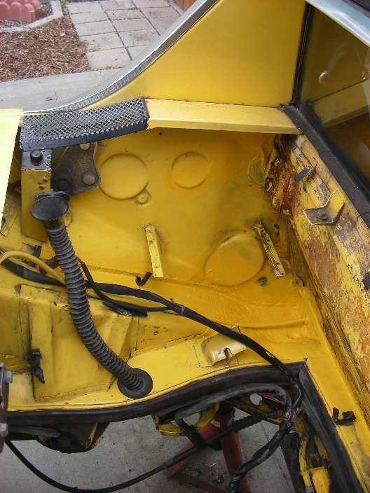 Engine compartment with no rust