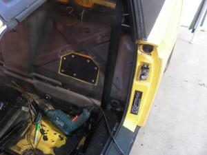 Rear support plates inside the passenger compartment